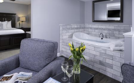 King Suite with Jetted Tub